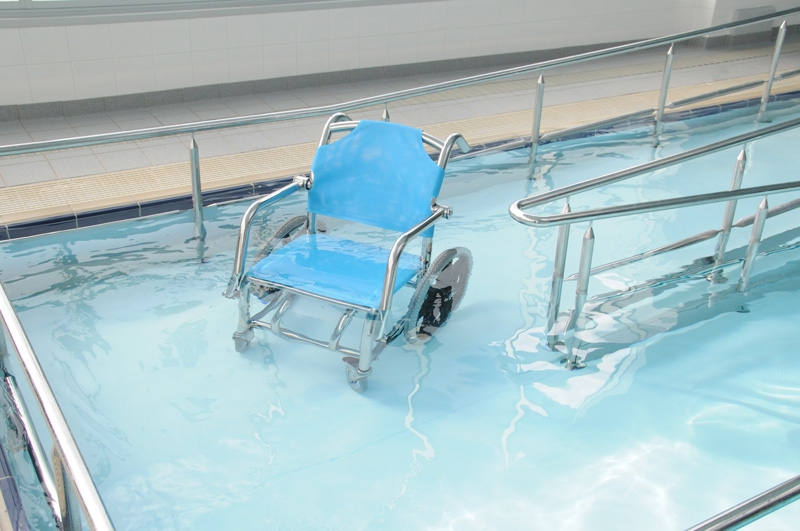 This apartment complex pool with wheelchair access! : mildlyinteresting