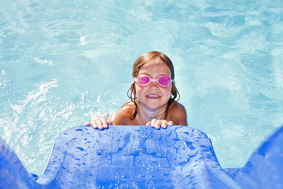 Aquatic play water slide installation